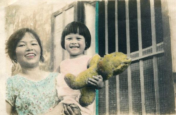 Bà Ánh Tuyết và con gái, chị Phạm Hồng Tuyến. (Ảnh: Hồng Tuyến)