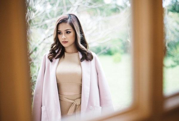 Hình ảnh của Dương Hoàng Yến trong MV Dù chỉ là.