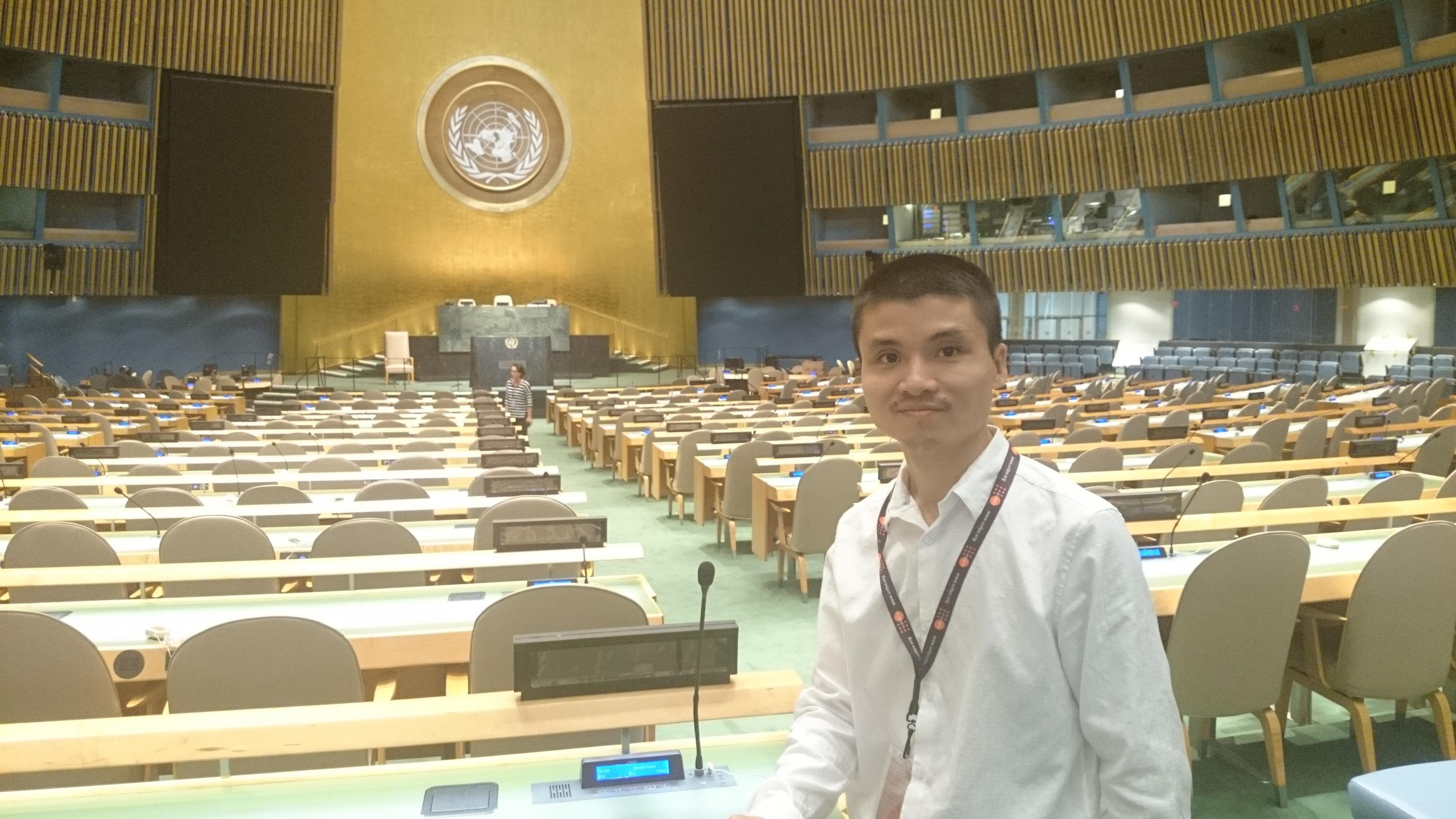 PTBT Phạm Tuấn Anh tác nghiệp tại trụ sở Liên Hợp Quốc (New York, Mỹ) tháng 9/2014.