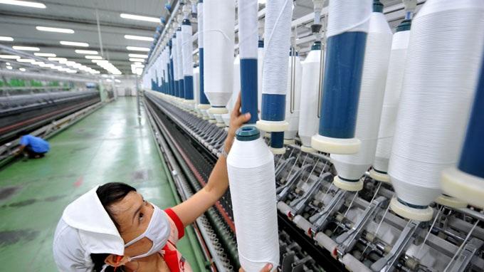 Thách thức lớn nhất của ngành dệt may Việt Nam là lệ thuộc vào nguyên liệu của nước ngoài.