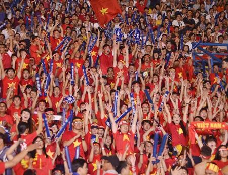 Những người yêu bóng đá ở TPHCM cũng dõi theo bước chân của đội tuyển