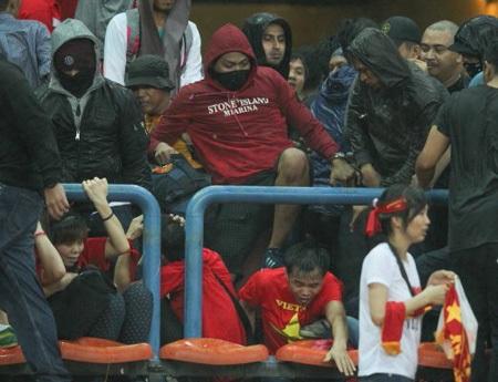 Malaysia cấm đến sân vĩnh viễn các hooligans tấn công CĐV Việt