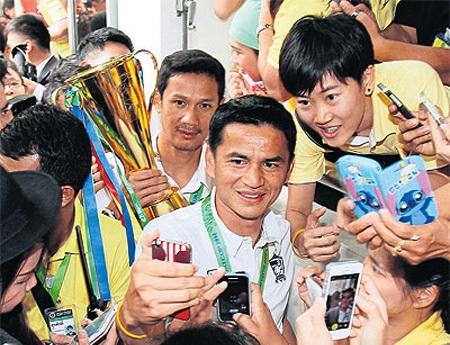 Đội tuyển Thái Lan giờ là người hùng của dân Thái