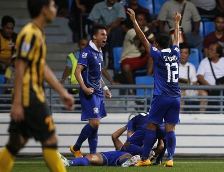 Malaysia chơi tử thủ, nhưng họ vẫn không cản được Thái Lan