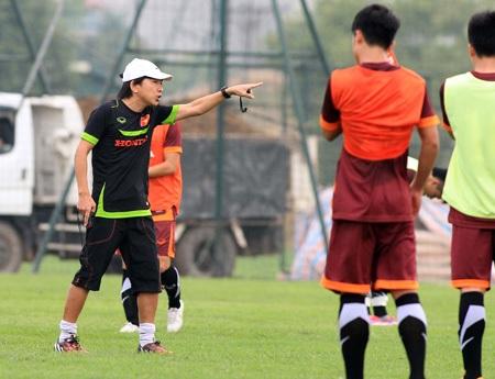 HLV Miura vẫn phải phân thân trong những ngày cuối tháng 5 và đầu tháng 6 tới đây (ảnh: Gia Hưng)