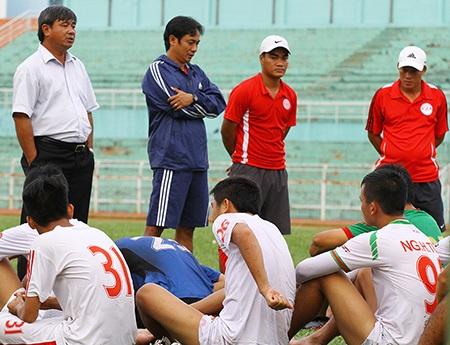 CLB TPHCM thất bại đậm trong ngày mở màn giải hạng Nhất 2015 (ảnh: Kim Điền)