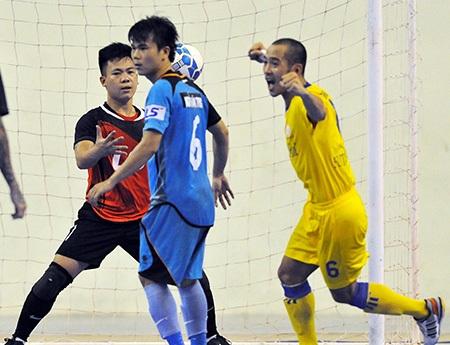 Niềm vui của cầu thủ Sanna Khánh Hòa khi vượt qua Thái Sơn Bắc (ảnh: Quang Thắng)