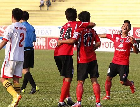 ĐT Long An bất ngờ leo lên vị trí thứ 3 tại V-League (ảnh: Kim Điền)