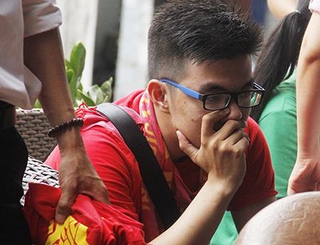 Một buổi chiều buồn với CĐV Việt Nam, cho dù họ đã chuẩn bị cho màn ăn mừng trước giờ bóng lăn
