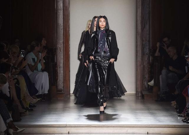 Đây là sự kiện nằm trong Tuần lễ thời trang cao cấp Paris Haute Couture, diễn ra từ ngày 5-9/7.