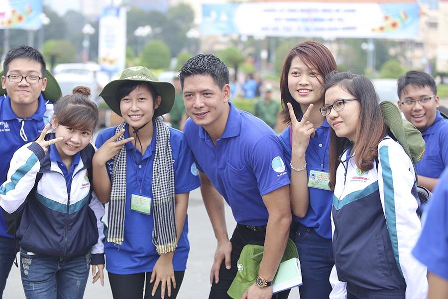 Bình Minh rất nhiệt tình tham gia các hoạt động cùng các tình nguyện viên.