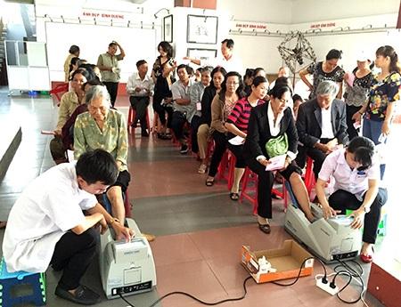 Hơn 1.000 người cao tuổi tìm hiểu Luật bảo vệ người tiêu dùng cùng Vinamilk