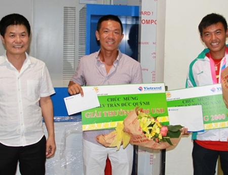 TTK VTF Nguyễn Quốc Kỳ (trái) muốn Lý Hoàng Nam được đầu tư trọng điểm giống Ánh Viên