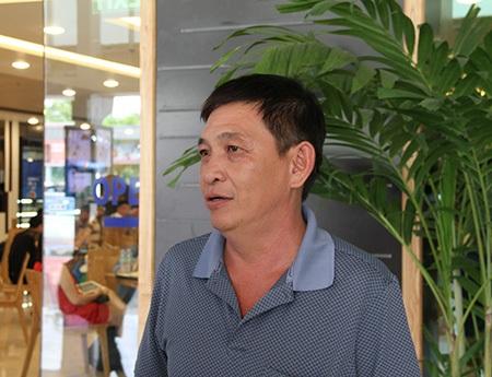 Ông Lý Hoàng Việt say sưa nói về cậu con trai (ảnh: Trọng Vũ)