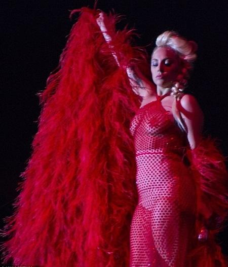 """Bộ trang phục """"sexy nhất"""" mà Lady Gaga mặc trong đêm biểu diễn"""