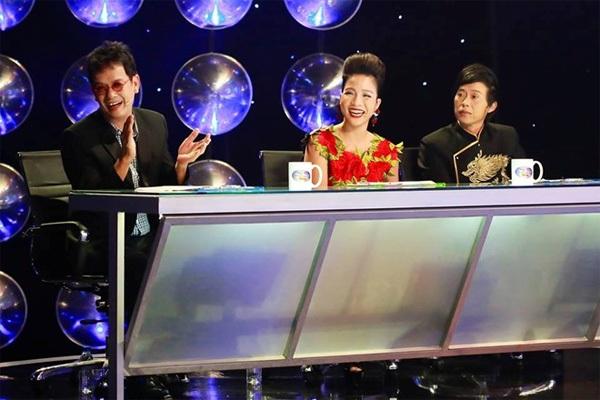 Giám khảo Gương mặt thân quen mùa 3: ca-nhạc sĩ Đức Huy, ca sĩ Mỹ Linh, danh hài Hoài Linh