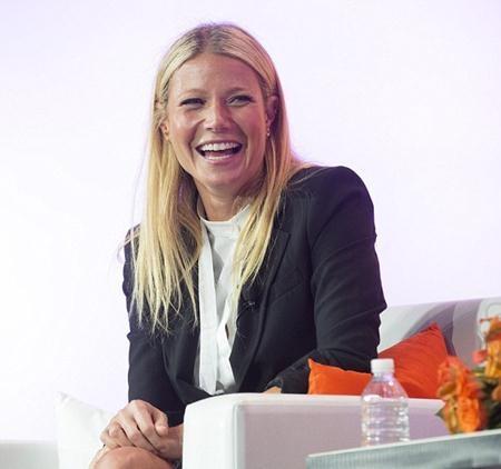 Gwyneth Paltrow tươi cười trong cuộc hội thảo