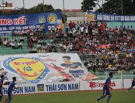 3/4 lượng người có mặt trên sân chiều 7/7 là để cổ vũ cho đội U17 Quảng Ngãi
