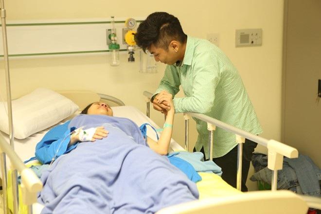 Phan Hiển túc trực bên cạnh Khánh Thi khi sinh con