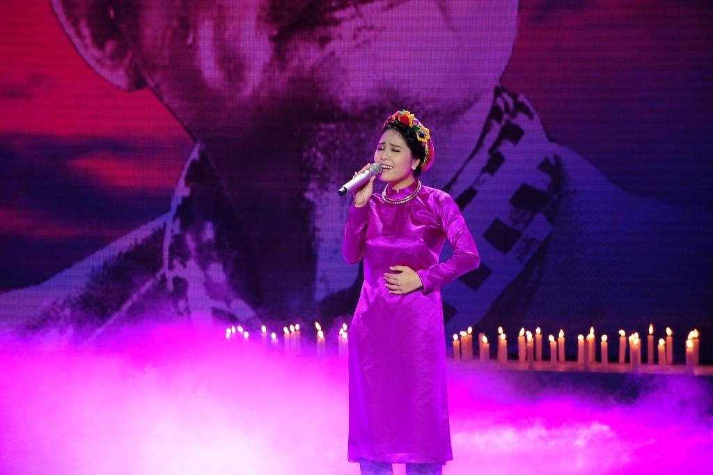 Kiều Anh của đội Thu Phương có tiết mục mở màn, cô chọn ca khúc
