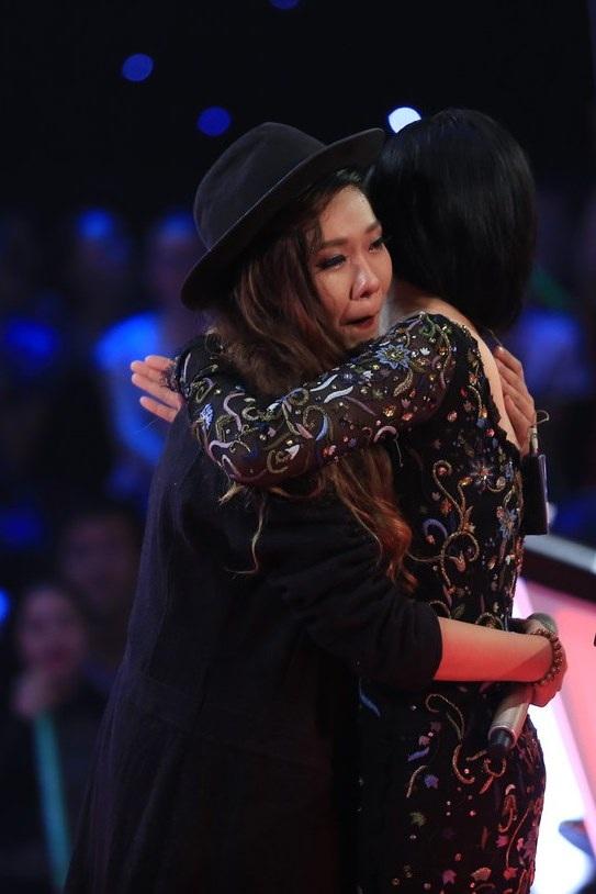 Quỳnh Như và Thu Phương đang khóc vì phải chia tay