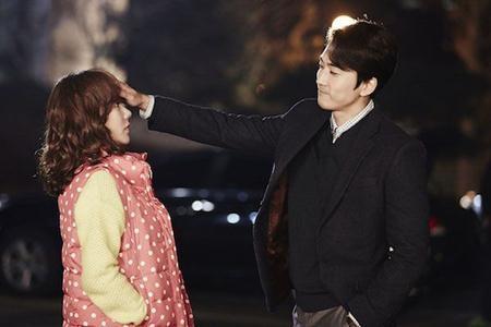 Vẻ lịch lãm, chu đáo của Song Seung Hun giúp anh chàng ghi điểm tuyệt đối