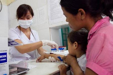 Bệnh nhân vẫn đến xét nghiệm máu rất đông ở BV Đa khoa Hoài Đức