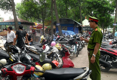 Hà Nội đề xuất tăng mức phí trông giữ xe đạp, xe máy để phù hợp với thực tiễn? (ảnh: Quang Phong)
