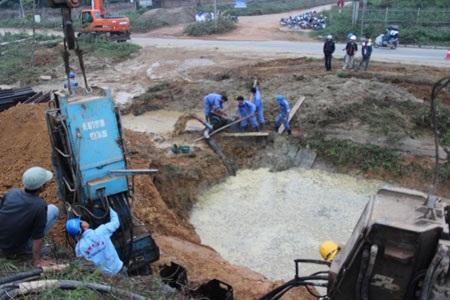 Điểm vỡ đường ống nước xảy ra vào ngày 21/11/2013 (ảnh: Nguyễn Dương)
