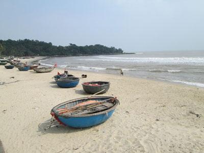 (chùm ảnh về bờ biển Nam Ô và một số công đoạn trong quy trìnhlàm nước mắm)