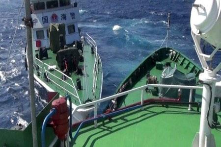Tàu Trung Quốc đâm thẳng vào tàu Kiểm ngư Việt Nam (ảnh: Thanh Hải)