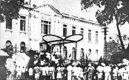 Nhân dân Hà Nội chiếm Bắc bộ phủ (tháng 8/1945)