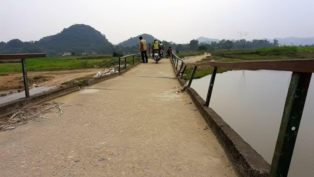 Hiện tại các hạng mục của cây cầu đều hư hỏng nghiêm trọng.