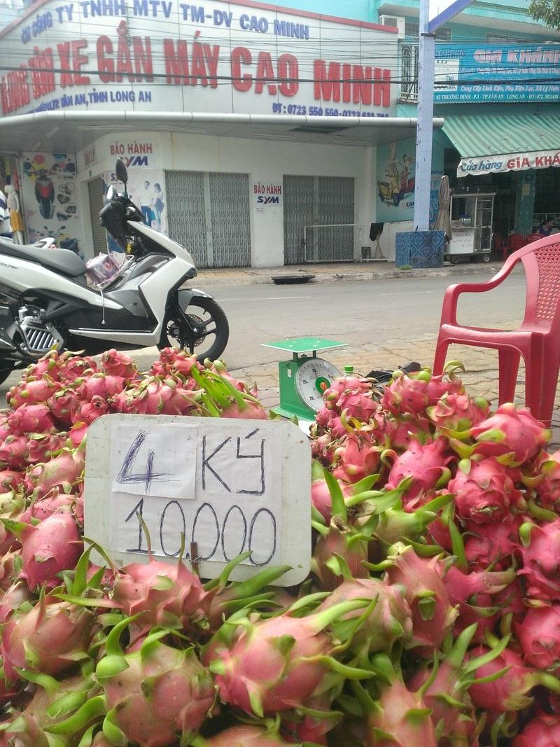 Tại đường Trương Định (thành phố Tân An, Long An), giá cao hơn một chút là 2.500 đồng/kg.