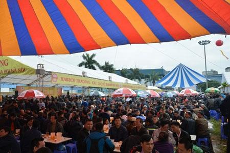 Vạn người dự Ngày hội bia trong tiết trời Đông lạnh
