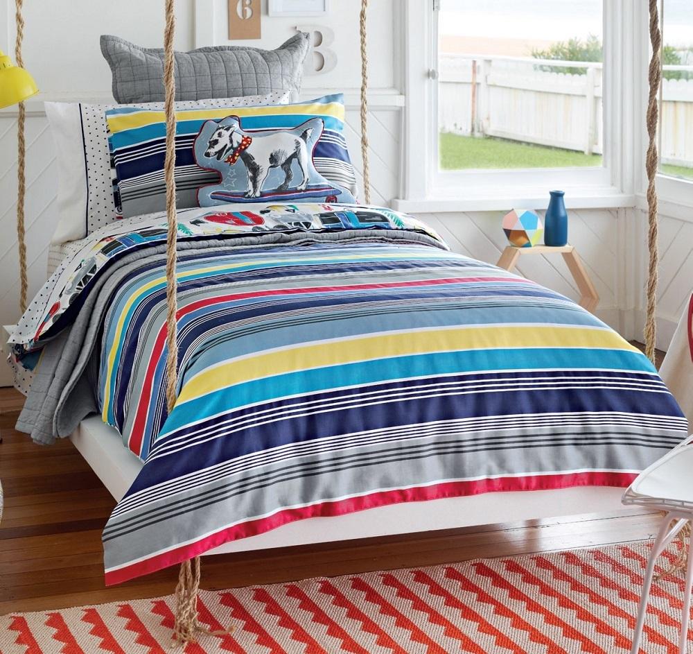 Mẫu drap với những đường sọc màu color block tươi vui, trẻ trung cho phòng ngủ của em nhỏ.