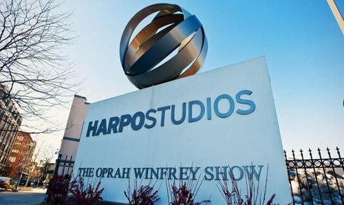 Mở một kênh truyền hình riêng như người dẫn chương trình truyền hình Mỹ Oprah Winfrey.