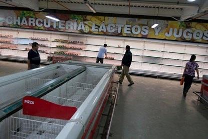 Các siêu thị Venezeala gần như trống trơn vì khan hiếm hàng hóa