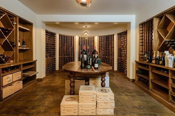 Phòng lưu trữ 500 chai rượu vang