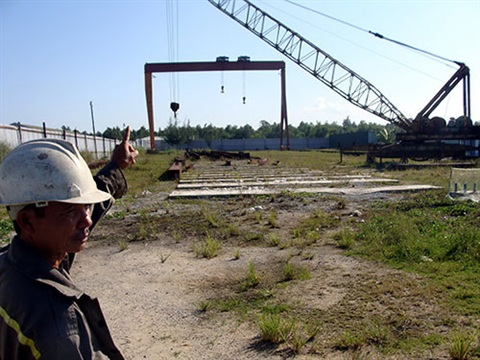 Một dự án xây dựng giữa chừng rồi bỏ hoang trong Khu Kinh tế Dung Quất. Ảnh: NLĐ