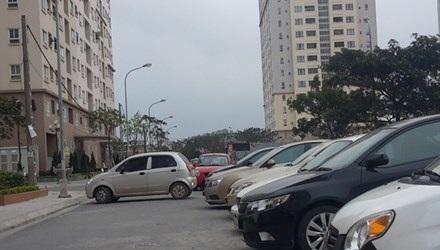 Xe ô tô bủa vây khu nhà ở xã hội Sài Đồng (Long Biên, Hà Nội). Ảnh: Tiền phong