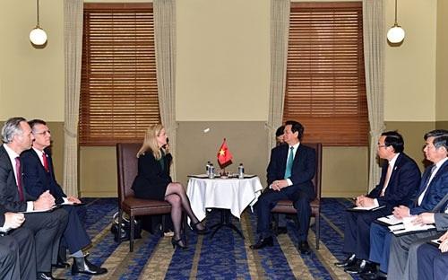Thủ tướng Nguyễn Tấn Dũng đối thoại với một số doanh nghiệp hàng đầu Australia ngày 17/3.