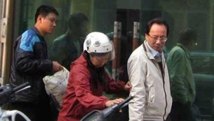 Hồ Văn Hải (áo trắng) bị phát hiện hành vi trốn thuế và bị truy tố.