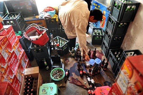 """Có lẽ một trong những xu hướng """"bắt chước"""" đáng lo ngại nhất ở Trung Quốc chính là rượu cao cấp."""