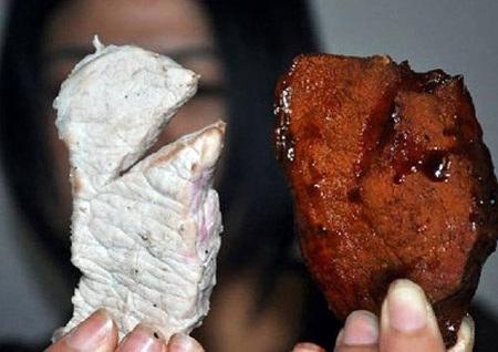 Tiểu thương ở chợ cũng bó tay với thịt bò giả.