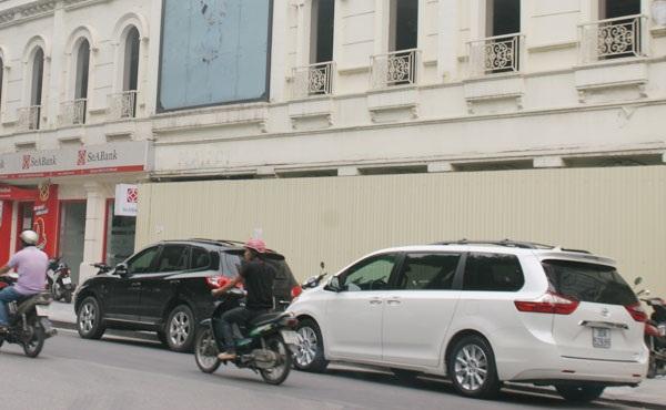 Mặt tiền thành bãi đỗ xe