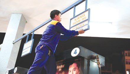 Từ đầu năm đến nay, xăng dầu trong nước đã trải qua 5 lần điều chỉnh giá. Ảnh: Hồng Vĩnh.