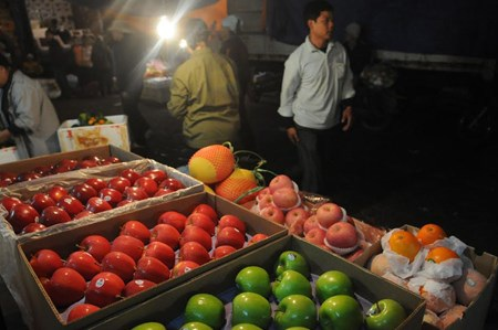 Chợ Long Biên được phân hạng là chợ dân sinh chứ không phải là chợ đầu mối. Ảnh: Đàm Duy