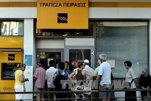 Một ngân hàng ở thủ đô Athens mở cửa ngày 20/7. Ảnh: AFP/TTXVN