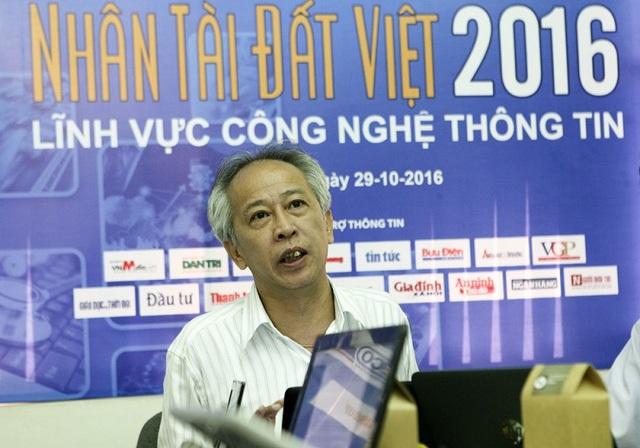 TS. Nguyễn Long tại buổi chấm Sơ khảo Giải thưởng Nhân tài Đất Việt 2016. Ảnh: Hữu Nghị.